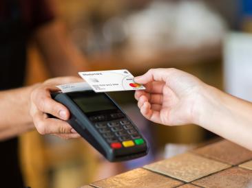 Дослідження Mastercard: половина українців готові повністю відмовитися від використання готівки