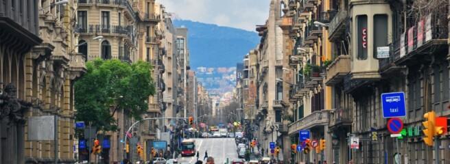 Барселона виходить зкарантину: бари, кафе такінотеатри відкриті для відвідувачів