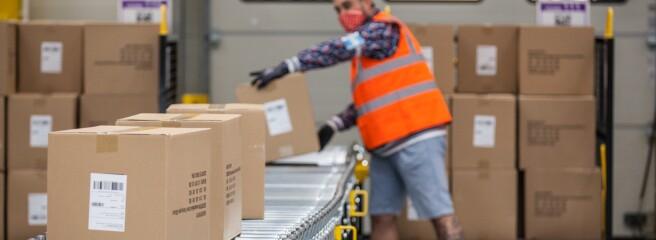 Amazon пропонує бонуси в розмірі 3000 доларів США для співробітників служби доставки і складських приміщень