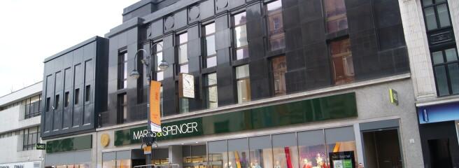 Британська мережа магазинів одягу зазнала збитків вперше за94роки